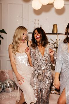 101 Classy & Festive New Year's Eve Outfit Ideas for 2020 To Sparkle The Holiday Away (Christmas Too) - - 101 Classy & Festive New Year's Eve Outfit Ideas for 2020 To Sparkle The Holiday Away (Christmas Too) – Hello Bombshell! Source by naturalmentedonne New Years Eve Dresses, New Years Outfit, Holiday Party Outfit, Holiday Outfits, Classy Party Outfit, Silvester Outfit, Sequin Jumpsuit, Sequin Outfit, Silver Sequin Dress