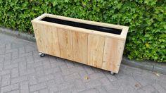 Larkis houten plantenbak, handig op wielen