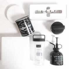 いいね!729件、コメント23件 ― 『A+M』 峰川 あゆみ -みねかわあゆみ-さん(@am_ayumi)のInstagramアカウント: 「#セリア さんでいろいろお買い物。 明日は #ラベルシール のお教室を 開催しますので・・・その準備に 白いプラスチックの容器を沢山 購入しました♫♪♫ + 黒のスタッキングの容器も…」