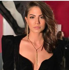 Turkish Women Beautiful, Turkish Beauty, Beautiful Celebrities, Beautiful Actresses, Wavey Hair, Fc B, Turkish Fashion, Girl Photography Poses, Models