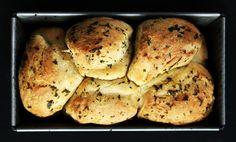 Zöldfűszeres kenyérke Party Time, French Toast, Recipies, Appetizers, Bread, Breakfast, Food, Street, Kitchen