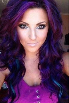 Dye your hair simple & easy to ombre lilac hair color - temporarily use ombre lilac hair dye to achieve brilliant results! DIY your hair lilac ombre with hair chalk Love Hair, Great Hair, Gorgeous Hair, Awesome Hair, Gorgeous Eyes, Beautiful Body, Hairstyles Haircuts, Pretty Hairstyles, Crazy Hair