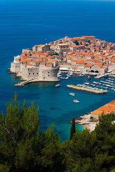 Check out our visual overview of Zadar, Split, and Dubrovnik in Croatia. Places In Europe, Places To Visit, Holiday Destinations, Travel Destinations, Romantic Destinations, Romantic Getaways, Romantic Travel, Croatia Travel Guide, Dubrovnik Old Town