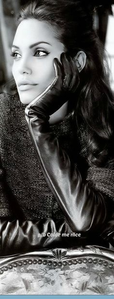 Brad And Angelina, Angelina Jolie Photos, Black And White Portraits, Black White Photos, Female Eyes, Female Art, Perfect Woman, Angeles, Photography Women