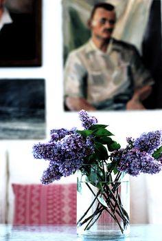 leo likes lilacs.   by sfgirlbybay