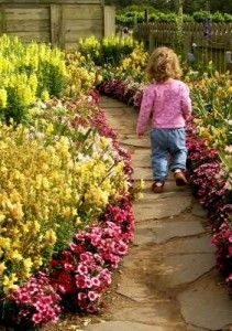 Inspirational Themed Gardens offer children a wide range of learning experiences and there are loads of creative ways to encourage kids to start small or think BIG!    Growing plants and being in contact with nature is a therapy in itself and often a neglected but important aspect needed by everyone today, but especially children.