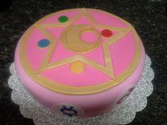 Sailor Moon cake in pink fondant.
