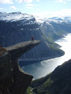 I don't think I'll ever be brave enough to do that, what if you tripped? Still worth seeing for this amazing view though