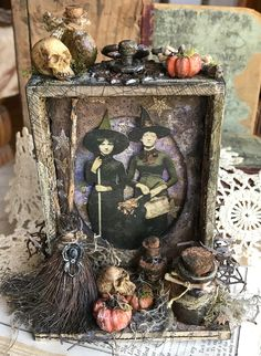 I'm back today with a witchy Halloween make for you. the Tim Holtz Halloween and Christmas Sizzix has been released and that got me to thinking that I had almost forgot … Halloween Paper Crafts, Halloween Projects, Diy Halloween Decorations, Halloween Design, Holidays Halloween, Vintage Halloween, Halloween Crafts, Happy Halloween, Halloween Centerpieces