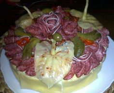 """Před několika lety jsem našla v časopise """"Knihovnička - recepty""""   super recept na domácí slaný dort               Dort jsem naplnila sýrov..."""