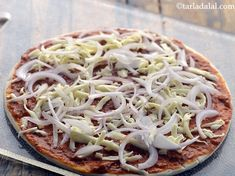 तवा पिज़्ज़ा रेसिपी | tava pizza in hindi | Pizza Recipe In Hindi, Veg Pizza Recipe, Vegetable Pizza Recipes, Veggie Pizza, Baking Soda Health Benefits, Quick Pizza, Pizza Ingredients, Pizza Dough, Indian Style