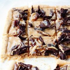 Mazurek toffee z daktylami i solą morską Polish Recipes, Polish Food, Chocolate Toffee, Cookie Pie, Dessert Bars, Dessert Ideas, No Cook Meals, Just Desserts, Sweet Recipes