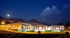 Construido por Giancarlo Mazzanti en Medellin, Colombia con fecha 2007. Imagenes por Sergio Gómez. Se busca establecer un proyecto que permita la mayor cantidad de conectividades urbanas posibles y el desarrollo de e...