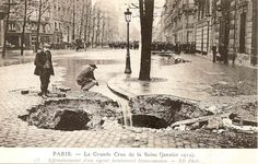 Stone cobbled streets caved in. Paris France, Paris 1900, Old Paris, Vintage Paris, Old Pictures, Old Photos, Vintage Photos, Vide Grenier Paris, Paris Travel