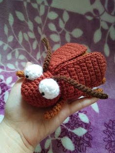 In this free crochet tutorial, you can learn how to crochet this adorable brown bug in amigurumi! This sweet amigurumi bug is sure to bring a smile to any face! This amigurumi cutie is a wonderful decoration or soft toy for kids. Crochet Gratis, Cute Crochet, Beautiful Crochet, Crochet Baby, Learn Crochet, Crochet Toys Patterns, Amigurumi Patterns, Amigurumi Minta, Stuffed Animal Patterns