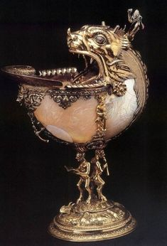 Nautilus cup - Silver gilt, nautilus shell, glass and enamel, height diameter Gemeente Musea, Delft Delft, Art Nouveau, Faberge Eier, Nautilus Shell, Seashell Art, 3d Models, Antique Silver, Glass Art, Jewels