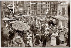 """""""Italian Festa."""" Circa 1912 street festival in New York's Little Italy"""