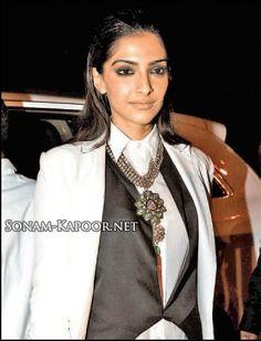 Sonam Kapoor does fusion fashion best!