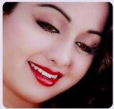 Bollywood Girls, Vintage Bollywood, Bollywood Fashion, Indian Film Actress, Indian Actresses, Calming Pictures, Beautiful Bollywood Actress, She Movie, India Beauty