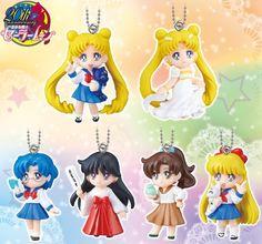 Gashapones, cartera y bolso, delantal, premios de lotería y Proplica del 2º cetro - Sailor Moon España