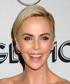 Charlize Theron Blonde Pixie Cut with Side Swept Bangs Face Shape Hairstyles, Undercut Hairstyles, Cool Hairstyles, Blonde Pixie Cuts, Short Hair Cuts, Short Hair Styles, Charlize Theron Short Hair, Vintage Chic, Diamond Face Shape