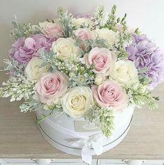 New Flowers Boquette Box Roses Ideas Beautiful Flower Arrangements, Pretty Flowers, Silk Flowers, Spring Flowers, Paper Flowers, Floral Arrangements, Lilac Roses, Pastel Roses, Balloon Flowers