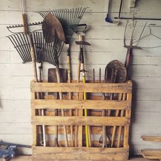 Pallet tool storage
