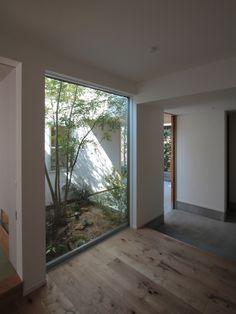 入間町A邸-中庭とデッキテラスを中心に配した二世帯住宅-の部屋 子世帯玄関ホール