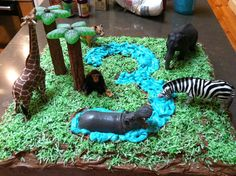 Mike Selby and family decorated their birthday cake with Schleich animals to create a Jungle Cake #schleich #competition