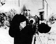 Mario Giacomelli - Bianco e nero, la poesia nelle fotografie di Giacomelli (Corriere.it)