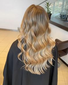 CREAMY AND DREAMY BLONDE BALAYAGE by Andrevia - GETT'S Color Bar Salon Iulius Mall Cluj #getts #gettssalons #blonde #balayage