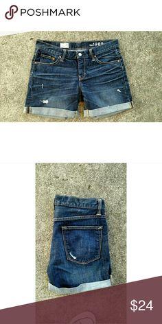 "New Gap Sexy Boyfriend shorts. Size 25 Never worn. Gap boyfriend shorts. Waist 30"" Rise 9"" Inseam 5"" GAP Shorts Jean Shorts"