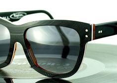 Toll! Das Budapester Unternehmen Vinylize macht aus ausgemusterten, alten Schallplatten coole Brillengestelle.