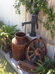 Old milk jug with a old pump I used a solar pump for the pump sitting on a old p. - Old milk jug with a old pump I used a solar pump for the pump sitting on a old pallet great feature - Garden Junk, Garden Yard Ideas, Lawn And Garden, Garden Projects, Rocks Garden, Milk Can Garden Ideas, Rooftop Garden, Garden Club, Old Milk Jugs