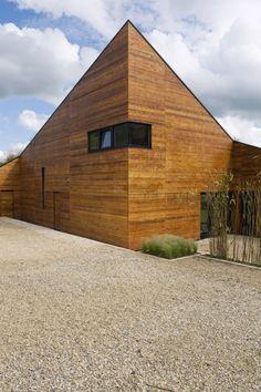 ~ yep..love those sharp shapes :) Welham Studios by Mark Merer... #architecure #design #home #exterior #modern #edgy