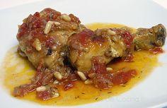 Pollo en salsa con piñones