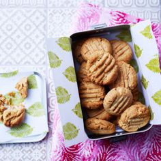 Peanut butter shortbread cookies - Sainsbury's Magazine