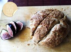 : cheese bread with figs // pan at home.