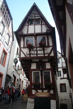 The pointed house - Bernkastel-Kues - Moselle Region + Germany Kitzingen Germany, Rhineland Palatinate, Central Europe, Amazing Destinations, Germany Travel, Austria, Belgium, Switzerland, Places Ive Been