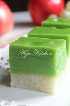 Azie Kitchen: Owh La La Kuih Talam Seri Muka Jelly Desserts, Asian Desserts, Malaysian Cuisine, Malaysian Food, Malaysian Dessert, Sweet Soup, Malay Food, Steam Recipes, Tummy Yummy