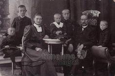 Familie in Plauen, 1907 Westend/Timeline Images #1900er #Familienfoto #Gruppenfoto #historisch #historical #schwarzweiß #früher #alt #altmodisch #Großfamilie #generationen #Vater #Mutter #Kinder
