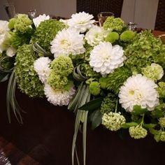"""白いダリアと、グリーンのピンポンマム・ビバーナムをつかって ブーケとコーディネート [gallery order=""""DESC"""" columns=""""1""""] Japanese Wedding, Japanese Modern, Wedding Table Flowers, Wedding Table Settings, Table Arrangements, Floral Arrangements, Centerpieces, Table Decorations, Dahlia"""