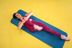 A Flexibility Coach Says This 10-Second Test Will Show You How Tight Your Hip Flexors Are Tight Hips Stretches, Body Stretches, Flexibility Stretches, Yoga Videos, Workout Videos, Hip Opening Yoga, Full Body Stretch, Stretch Routine, Muscles In Your Body