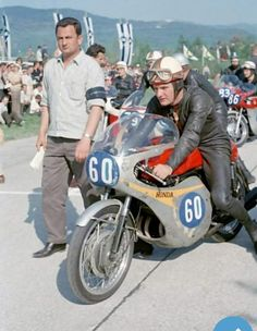 Mike Hailwood the greatest Flat Track Motorcycle, Motorcycle Racers, Motorcycle Posters, Retro Motorcycle, Classic Motorcycle, Old School Motorcycles, Racing Motorcycles, Vintage Motorcycles, Valentino Rossi