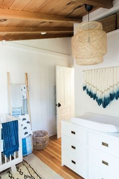 Bohemian bedroom decor in white – Get the look! Bohemian vibes in this white and blue nursery. Nursery Room, Girl Nursery, Nursery Decor, Nursery Themes, Nursery Ideas, Project Nursery, Bedroom Ideas, Bohemian Nursery, Bohemian Bedroom Decor