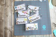 DIY Backpack Tags with video tutorial DIY Backpack Tags mit Video-Tutorial – Blooming Homestead Backpack Tags, Diy Backpack, Backpack Storage, Project Life, Diy Baby Headbands, Diy Headband, Headband Pattern, Card Tags, Gift Tags