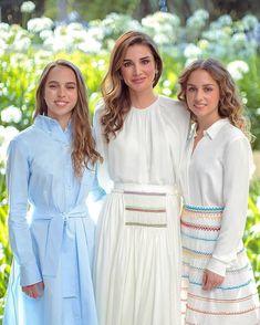 Stylish Dress Designs, Stylish Dresses, Jordan Royal Family, Queen Rania, Queen Dress, Crown Royal, Royal Fashion, Rey, Designer Dresses