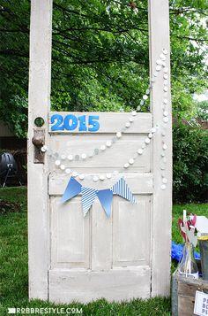 DIY graduation party photo booth