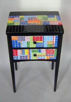 Geometric table by Jess Regelson, Indigo Moon Mosaics Mosaic Furniture, Funky Furniture, Painted Furniture, Mosaic Glass, Mosaic Tiles, Glass Art, Mosaics, Mosaic Crafts, Mosaic Projects