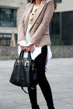 outfit-details-stuart-weitzman-overknees-prada-bag